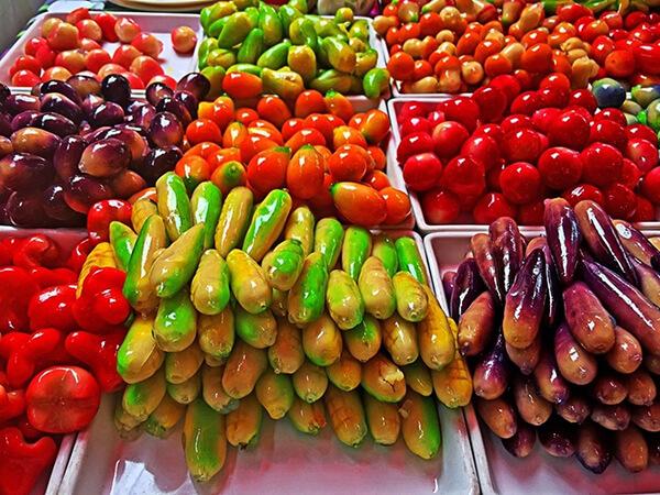 Luk chup được chế biến rất cầu kỉ, khéo léo theo hình dạng của các loại hoa quả