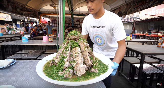 Đảm bảo bạn sẽ hết hồn khi nhìn đĩa sườn cay size XXl trong tour Thái Lan