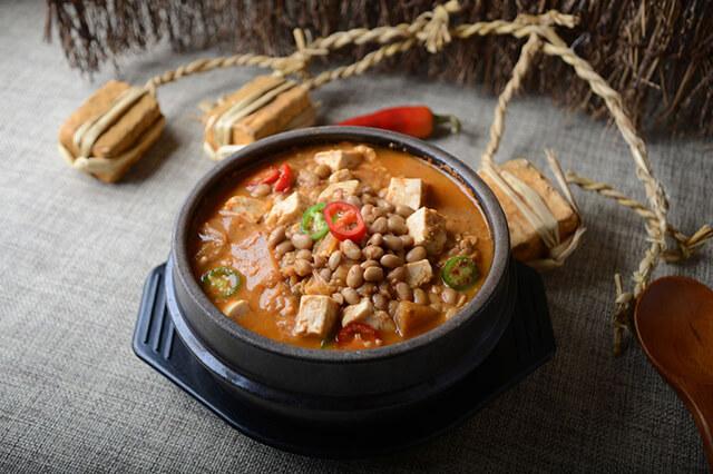 Cheonggukjang là món súp được làm từ đậu tương lên men