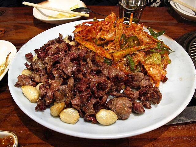Trong tour du lịch Hàn Quốc bạn sẽ có cơ hội khám phá rất nhiều món ăn kì lạ của người Hàn