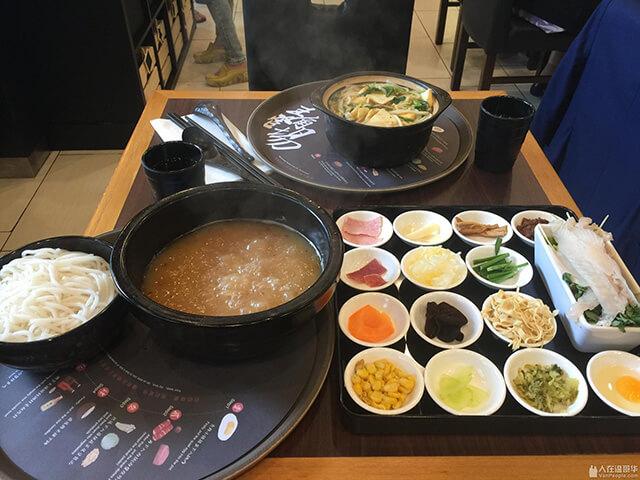 Bún qua cầu hấp dẫn khách du lịch Trung Quốc không chỉ ở cách chế biến mà còn thu hút nhờ câu chuyện thú vị về nguồn gốc ra đời của món ăn