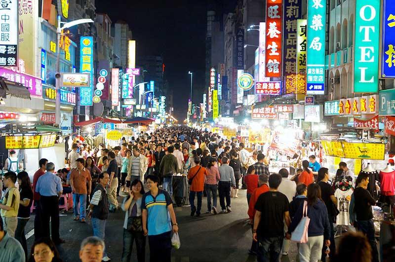 Văn hóa chợ đêm đậm đặc