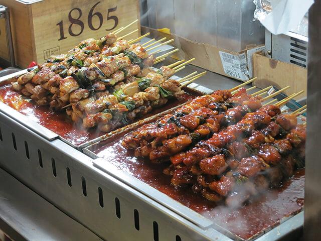 Nếu có dịp đi tour du lich Hàn Quốc, bạn nhất định phải thử món gà xiên nướng hấp dẫn này nhé
