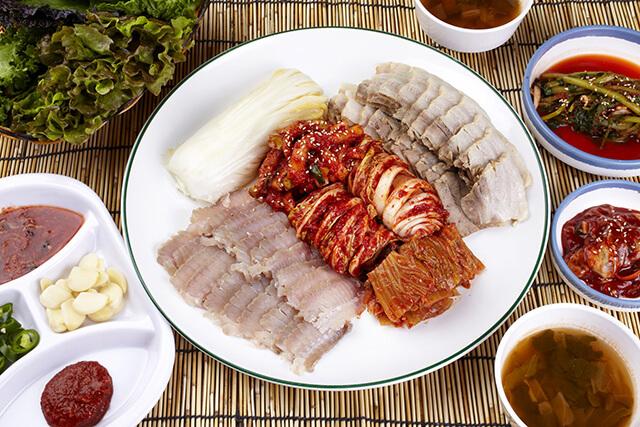 Nhiều du khách trong tour du lịch Hàn Quốc đã phải hoảng hốt với hương vị khác thường của món cá đuối lên men