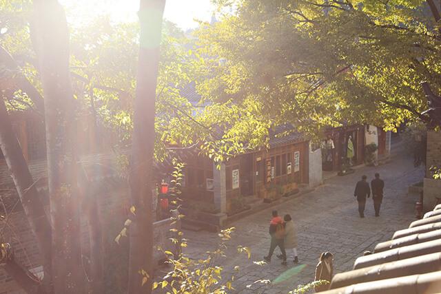 Nếu đi du lịch Trung Quốc bạn đừng bỏ lỡ cơ hội ngắm nhìn khung cảnh chiều thu lãng mạn ở Lệ Giang nhé