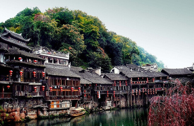 Phượng Hoàng cổ trấn hiện là điểm du lịch Trung Quốc cực hot