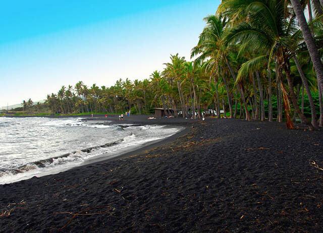 Sau hơn 1000 năm chịu tác động của dung nham núi lửa, cát biển ở Oito chuyển sang màu đen, chứa nhiều khoáng chất và có tác dụng hỗ trợ điều trị nhiều căn bệnh