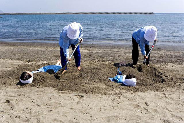 Trải nghiệm có một không hai khi vùi mình trong cát núi lửa cho những ai du lịch Nhật Bản
