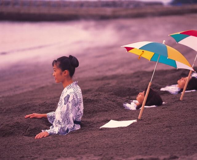 Tắm cát núi lửa là một trải nghiệm độc nhất vô nhị khi du lịch Nhật Bản