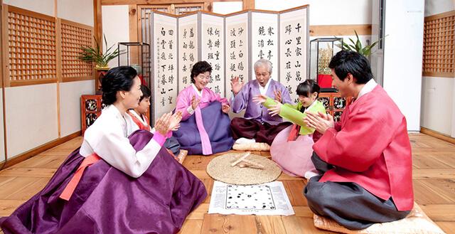 Du lịch Hàn Quốc là cơ hội tuyệt vời để khám phá những tập túc tập quán của người dân bản xứ kim chi