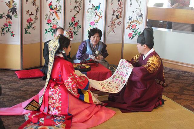 Đám cưới của người Hàn có nhiều tập tục rất độc đáo và thú vị
