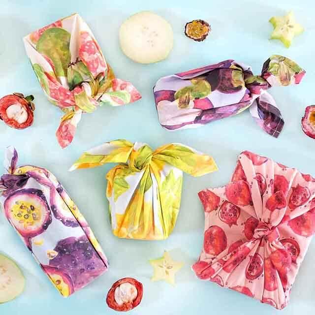 Người Hàn thích tặng quà cho nhau, họ cũng rất khéo tay trong việc gói quà bằng khăn vải