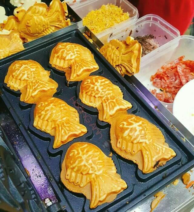 Taiyaki được làm trên những chiếc khuân hình cá tráp vô cùng độc đáo
