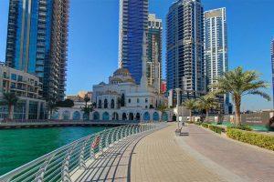 Phố đi bộ Marina Walk bên bờ vịnh Marina Dubai xinh đẹp