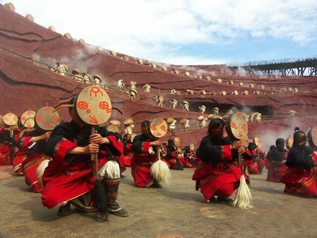 Show ấn tượng Lệ Giang tái hiện lại các đặc trưng văn hóa, đời sống và lịch sử của người Naxi, người Lô Lô và người Bạch