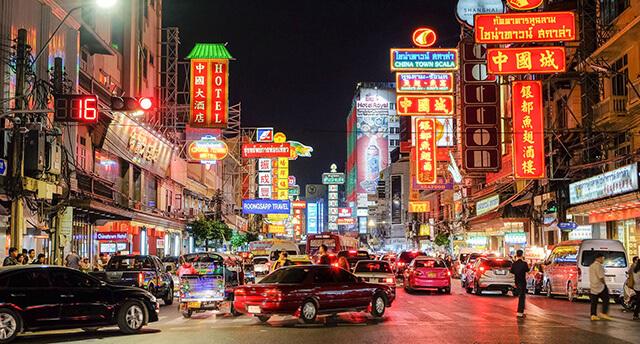 Du lịch Thái Lan nổi tiếng với nhiều khu ẩm thực sầm uất, phong phú đồ ăn ngon với mức giá vừa phải