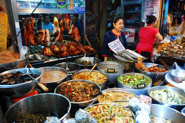 Muốn khá phá ẩm thực đường đa dạng trong tour Thái Lan bạn nhớ ghé China Town