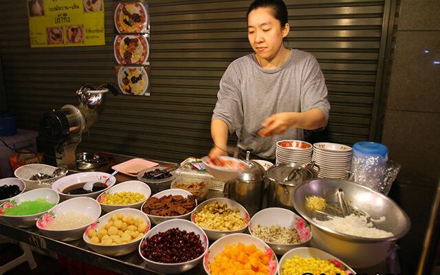 Đến China Town nhớ thưởng thức món Lod Chong nổi tiếng của Singapore