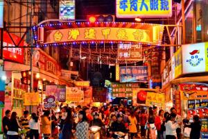 Chợ đêm Phùng Giáp – Điểm mua sắm lý tưởng trong tour du lịch Đài Loan 5N4Đ