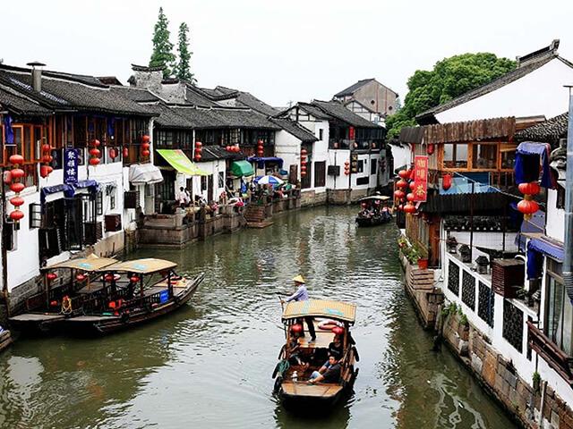 Cách tốt nhất để khám phá Chu Gia Giác trong tour du lịch Trung Quốc là sử dụng thuyền