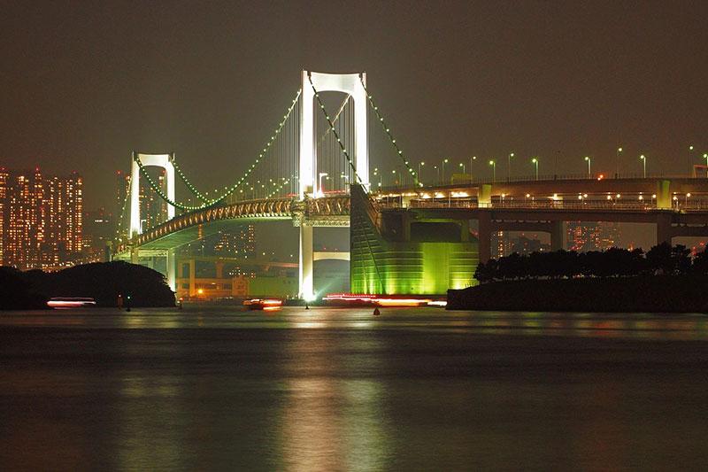 Cầu Cầu Vồng lung linh trong màn đêm