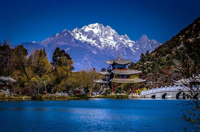 Thành Cổ Lệ Giang là một trong những điểm tham quan không thể bỏ lỡ trong tour du lịch Trung Quốc