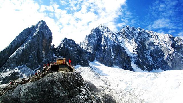 Núi Ngọc Long là biểu tượng linh thiêng của dân tộc Naxi ở Lệ Giang