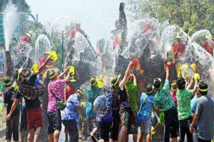 Tìm hiểu về lễ hội té nước trước khi đi du lịch Thái Lan
