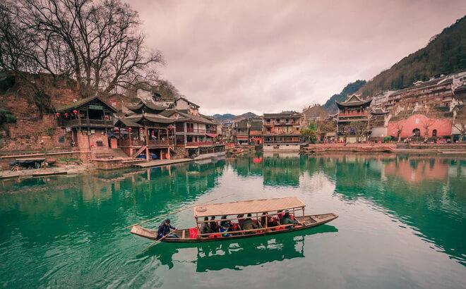Dòng sống Đà Giang gắn liền với vẻ đẹp và cuộc sống của người dân ở Phượng Hoàng cổ trấn