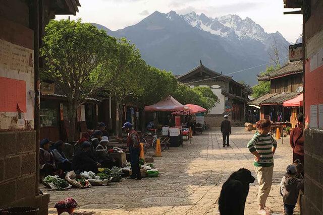Ngôi làng cổ Thúc Hà nằm dưới chân tuyết Ngọc Long, có thới tiết giá lạnh quanh năm