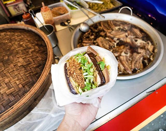 Món Guabo có sự kết hợp giữa vỏ bánh mềm xốp và phần nhân tan mềm, béo ngậy