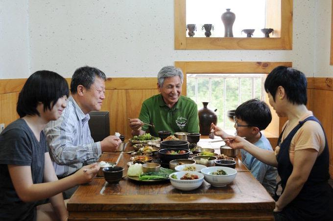 Lưu ý trên bàn ăn Hàn Quốc