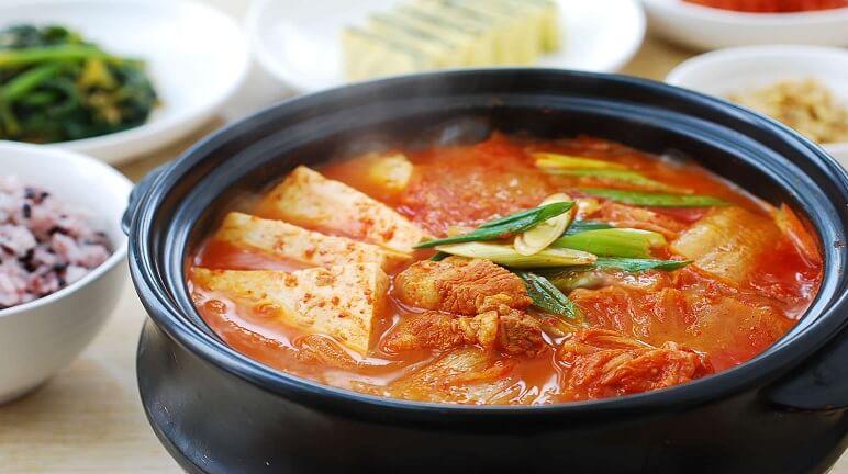 Canh kim chi chua cay Hàn Quốc