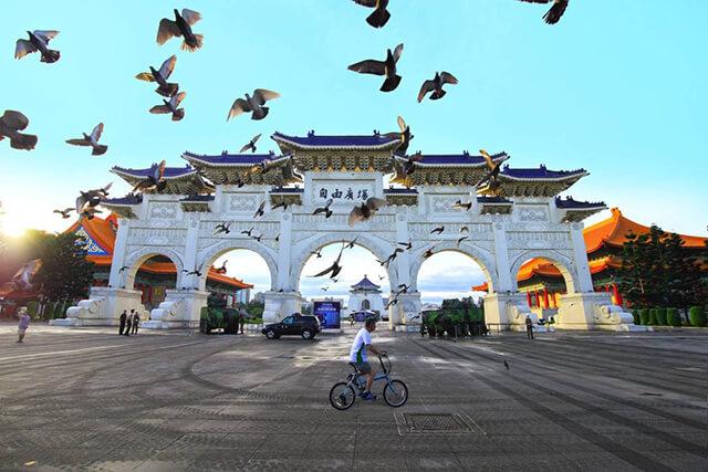 Đài Tưởng niệm Tưởng Giới Thạch là công trình mà bạn phải ghé khi du lịch Đài Loan