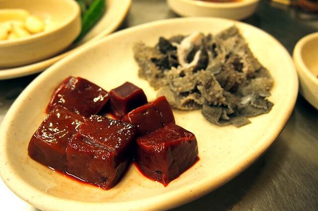 Nhiều người Hàn Quốc còn gọi món gan bò sống này là pudding máu