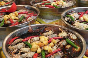 Một trong những món ăn độc đáo mà bạn nên thử khi Du lịch Hàn Quốc là cua ngâm tương