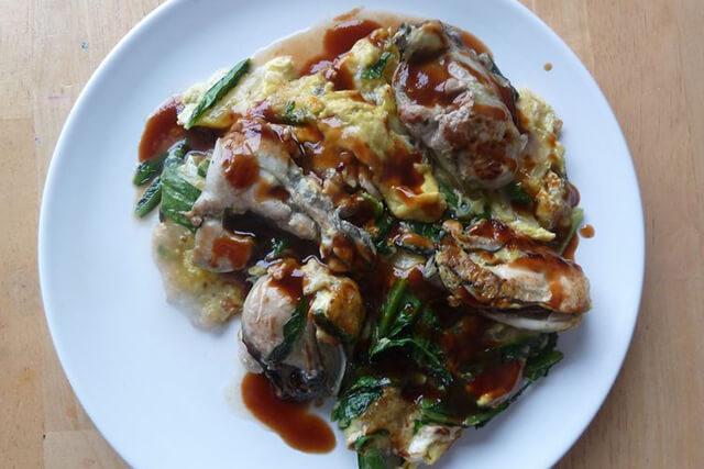 Trong tour tour Đài loan bạn có thể dàng tìm thấy món trứng chiên hàng ở các quán ăn hoặc nhà hàng