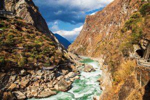Khám phá vách núi đẹp nhất Trung Quốc trong tour Lệ Giang
