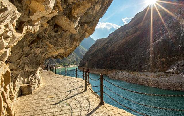 Hổ Khiêu HẸp được mệnh danh là vách núi đẹp nhất tại Trung Quốc