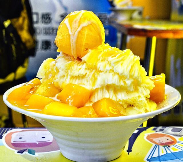 Món kem xoài có sự hòa quyện tuyệt vời giữa đá bào, xoài và kem