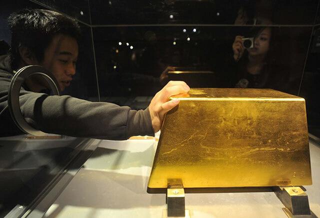 Thỏi vàng nguyên chất năng hơn 220 kg được đặt tại Bảo tàng Vàng của Đài Loan