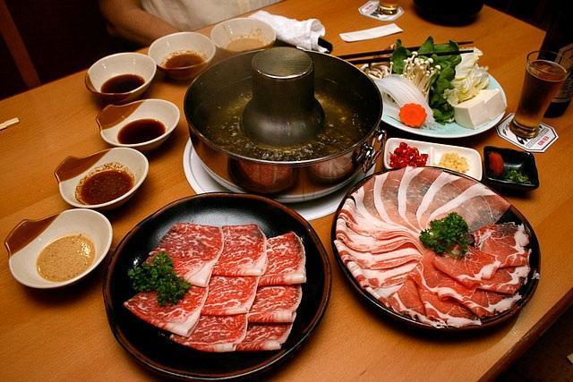 Lẩu shabu shabu với thịt bò Kobe