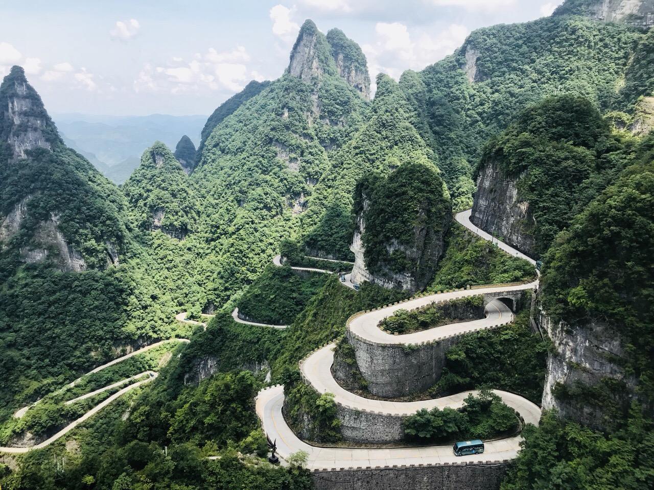 vượt Thiên Môn Sơn khi đi du lịch Trung Quốc