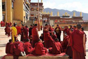 Ấn tượng tu viện cổ Shongzalin trong tour du lịch Shangrila