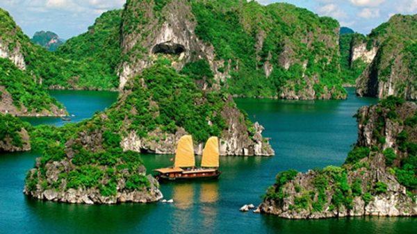Du lịch Hạ Long khám phá những kỳ quan trên vịnh