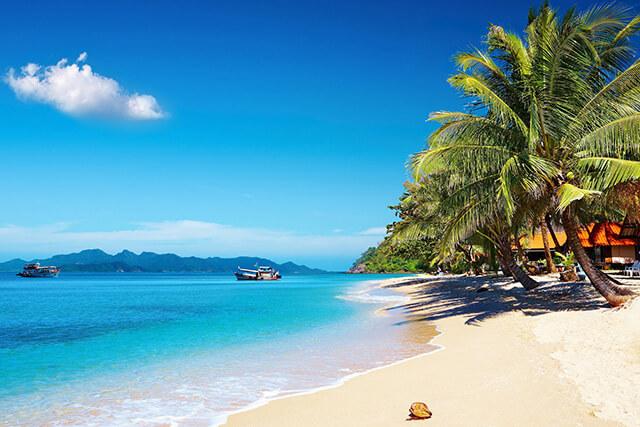 Từ tháng 3 đến tháng 5 là mùa nóng ở Thái Lan, rất thích hợp với các hoạt động ngoài biển
