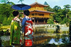 Ngỡ ngàng với ngôi Chùa Kanauji được dát bằng Vàng ở Nhật Bản