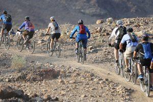 Hoạt động du lịch thú vị tại núi Hatta trong tour Dubai 6n5d