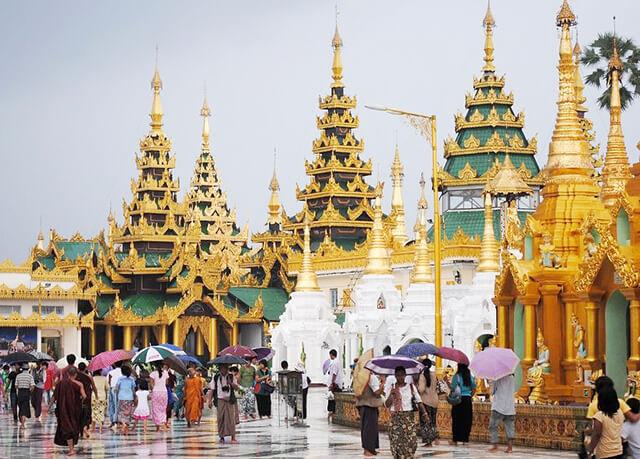 Từ tháng 6 đến tháng 8 là mùa mưa ở Thái Lan, lượng du khách giảm nên giá dịch vụ cũng giảm theo
