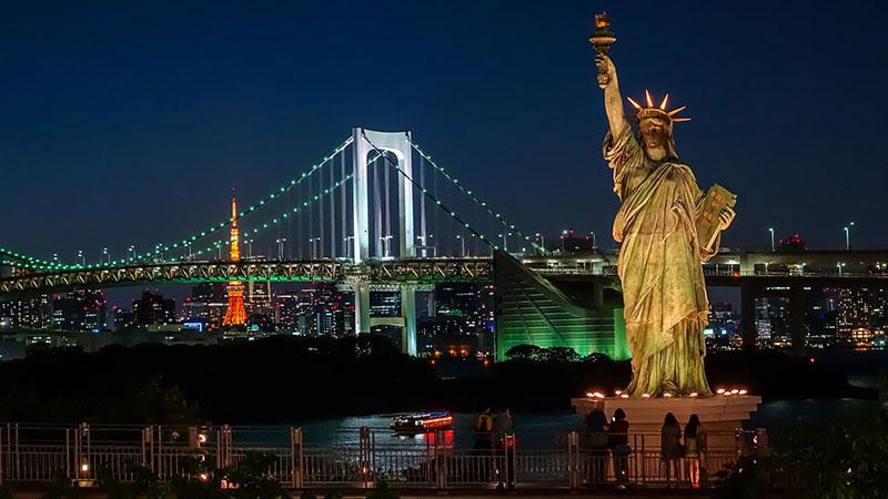 Cầu Rainbow nối liền thủ đô Tokyo với đảo Odaiba